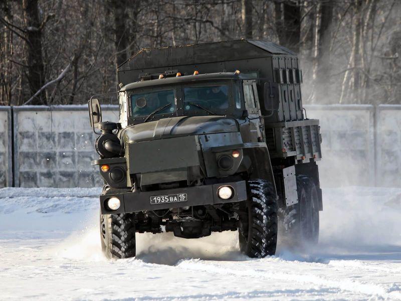 Вид спереди Урал-4320
