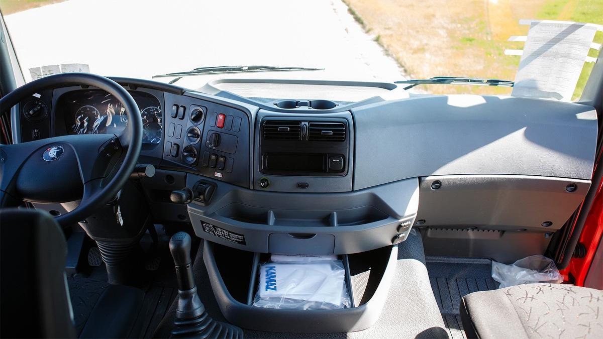 интерьер кабины КамАЗ-65801