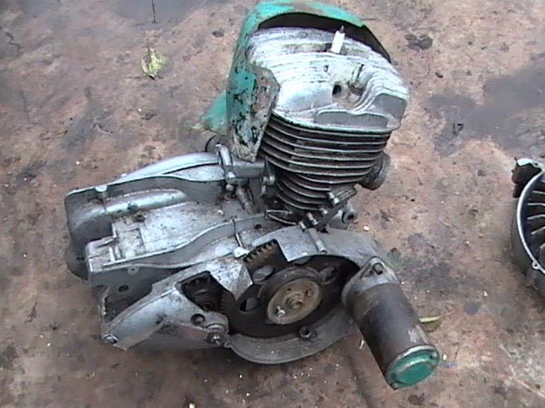 Двигатель от мотоколяски.