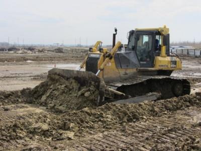 Коматсу Д 65 для работы на болотистых и переувлажненных грунтах