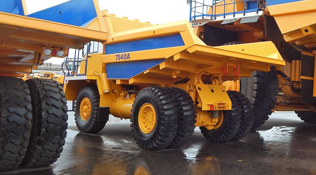 Вес самосвала БЕЛАЗ-7540 без груза составляет 22 600 кг
