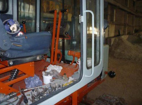 Кабина оператора трактора Т-70