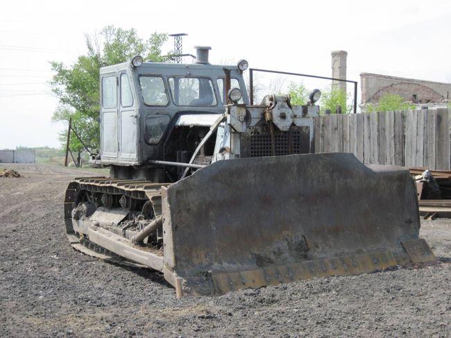 трактор т-100 с отвалом