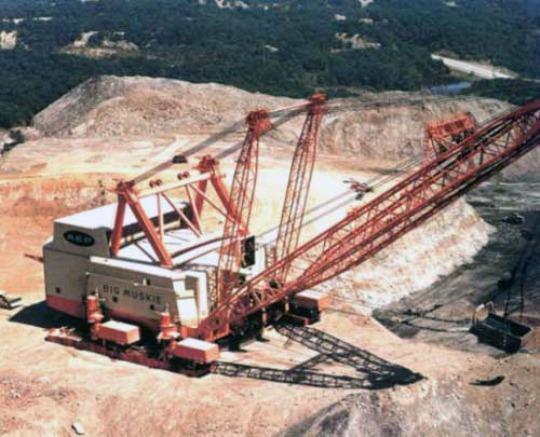 Самый большой шагающий экскаватор в мире был создан в 60-х гг.