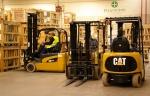 работа вилочных погрузчиков Caterpillar в складе